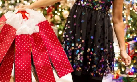 Ωράριο καταστημάτων: Ποιες ώρες θα είναι ανοιχτά την Κυριακή (16/12) τα μαγαζιά (vid)