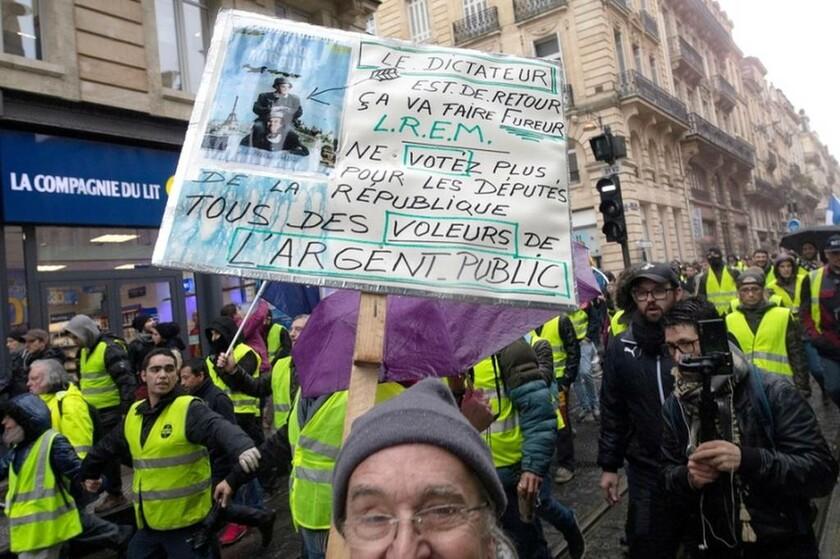 Παρίσι: Στους δρόμους ξανά τα κίτρινα γιλέκα - Χημικά, οδομαχίες και συλλήψεις