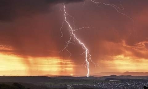 Καιρός - Έκτακτο δελτίο ΕΜΥ: Προσοχή από τις επόμενες ώρες - Πού θα «χτυπήσουν» ισχυρά φαινόμενα