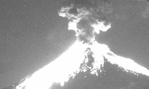 Τρόμος στο Μεξικό από ισχυρή έκρηξη ηφαιστείου (vids)