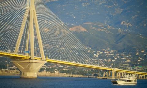 Αίσιο τέλος για νεαρό που απειλούσε να αυτοκτονήσει από τη γέφυρα Ρίου - Αντιρρίου