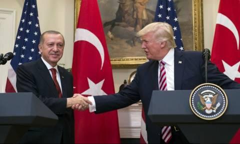 Ραγδαίες εξελίξεις: Ο Τραμπ ετοιμάζεται να παραδώσει τον Γκιουλέν στον Ερντογάν (Vid)