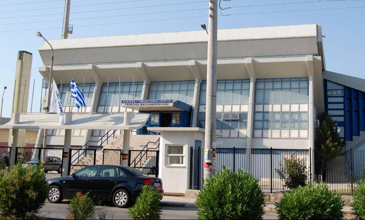 Απίστευτο: Δείτε το ελληνικό γήπεδο μπάσκετ που μετατράπηκε σε… πισίνα με καταρράκτη (vid)