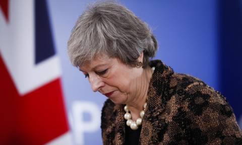 Μέι: «Ανεπανόρθωτη ζημιά» αν γίνει δεύτερο δημοψήφισμα για το Brexit