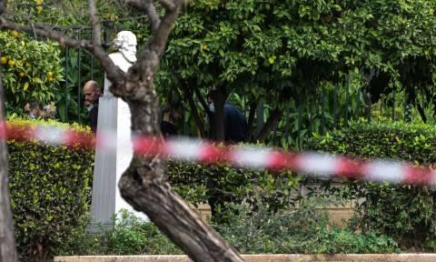 Βρέθηκε άνδρας απαγχονισμένος στον Εθνικό Κήπο (pics)