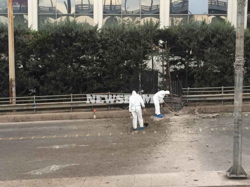 Έκρηξη στον ΣΚΑΪ: Η επίθεση των βομβιστών μέσα από συγκλονιστικές εικόνες (pics)