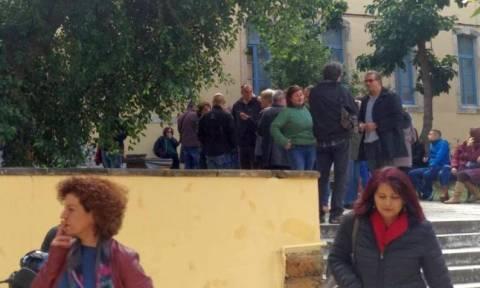 Χανιά: Με διαμαρτυρίες ξεκίνησε η δίκη για τον ξυλοδαρμό του Λυκειάρχη (pics)