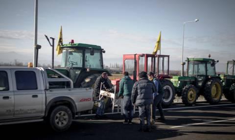 Καρδίτσα: Βγήκαν στους δρόμους οι αγρότες - Παρατεταγμένα τα τρακτέρ στον Ε65 (pics&vid)