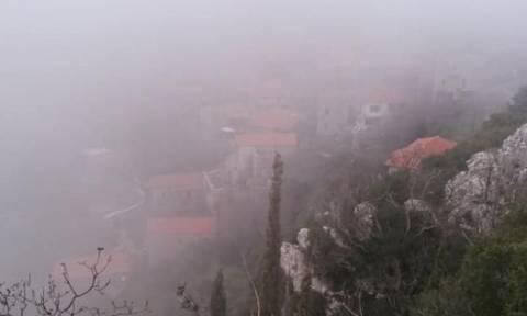 Καιρός: Χαμένη ... στην ομίχλη η Στεμνίτσα - Υπέροχες εικόνες (pics)