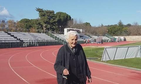 Απίστευτο: 91χρονη γυμνάζεται... στο δημοτικό στάδιο Σπάρτης (pic+vid)