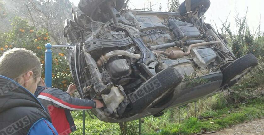 Ηλεία: Αυτοκίνητο έφερε τούμπες και κατέληξε σε κολώνα της ΔΕΗ (pics)