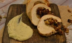 Η συνταγή της ημέρας: Γεμιστό στήθος γαλοπούλας με κάστανα και σταφίδες