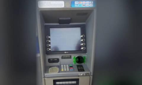 Δείτε πως πειράζουν τα ΑΤΜ και κλέβουν λεφτά από τους λογαριασμούς! (video)