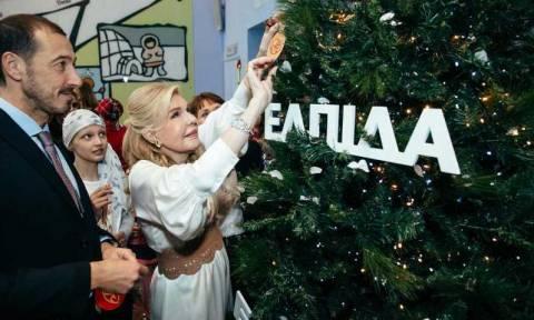 ΕΛΠΙΔΑ: Το χριστουγεννιάτικο δέντρο των ευχών άναψε στην Ογκολογική Μονάδα Παίδων (pics)