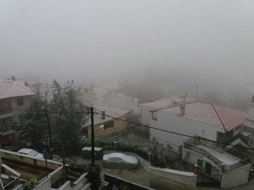 Καιρός: Χιονίζει στη Θεσσαλονίκη (pics&vids)