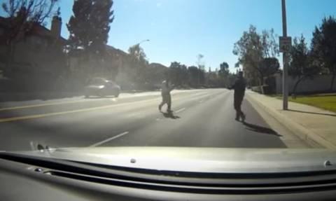 Αγχωτικό βίντεο: Παραλίγο τραγωδία με το παιδί που έφυγε από τα χέρια του πατέρα του!