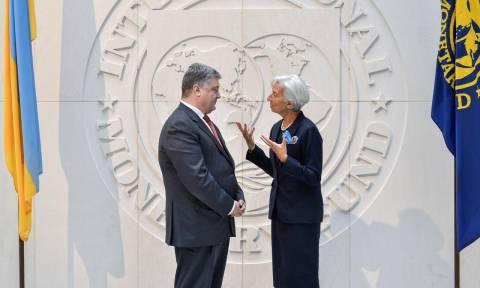 Το ΔΝΤ ενέκρινε νέο πρόγραμμα στήριξης για την Ουκρανία και εκταμιεύει άμεσα 1,4 δισ. δολάρια