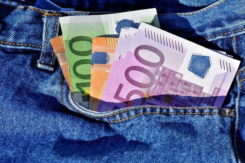 Αναδρομικά: Μεγάλες μειώσεις - Μόνο ένα στα πέντε ευρώ θα μπει στην τράπεζα