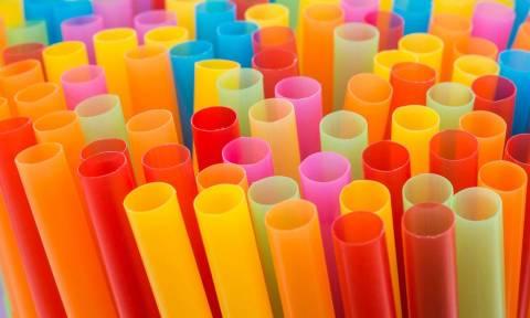 Είναι οριστικό: Τέλος τα πλαστικά καλαμάκια και πιάτα μιας χρήσης στην Ε.Ε.