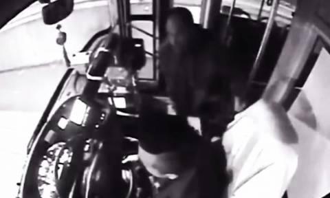 Ο απίστευτος λόγος που επιβάτης επιτέθηκε σε οδηγό λεωφορείου (vid)