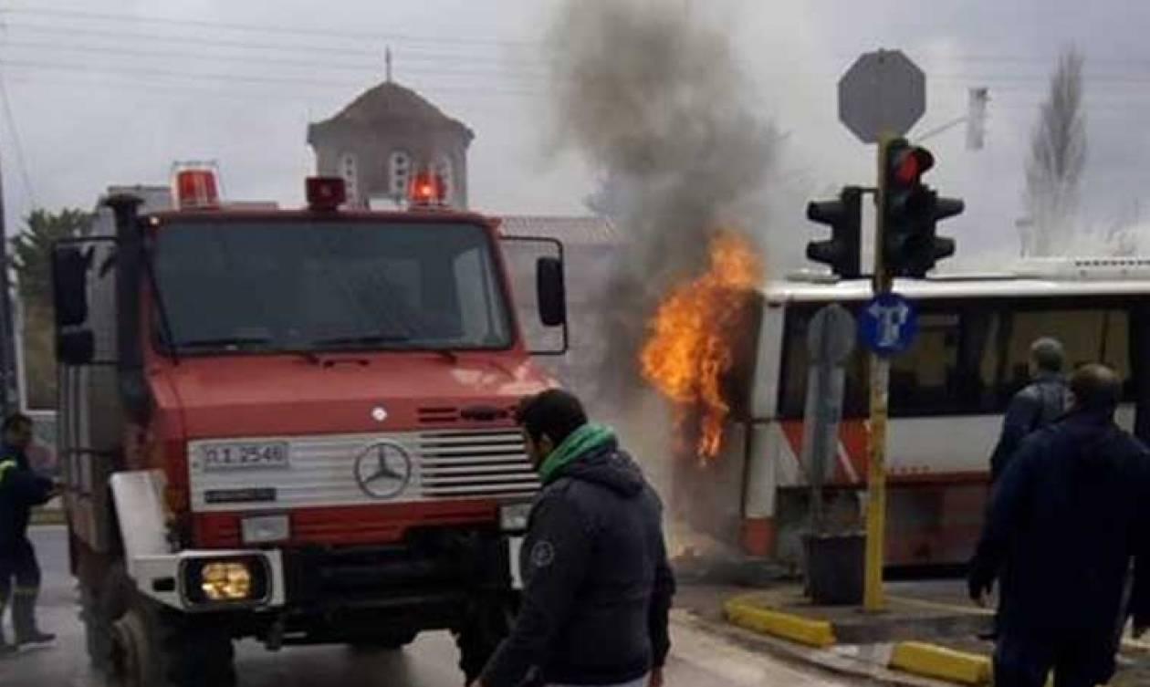 Πανικός στο Πικέρμι: Λεωφορείο του ΚΤΕΛ τυλίχτηκε στις φλόγες (pics&vid)