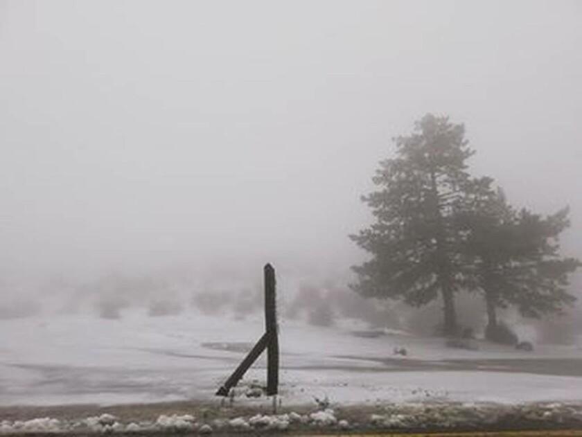 Καιρός: Μαγικές εικόνες από την χιονισμένη Πάρνηθα (pics+vid)