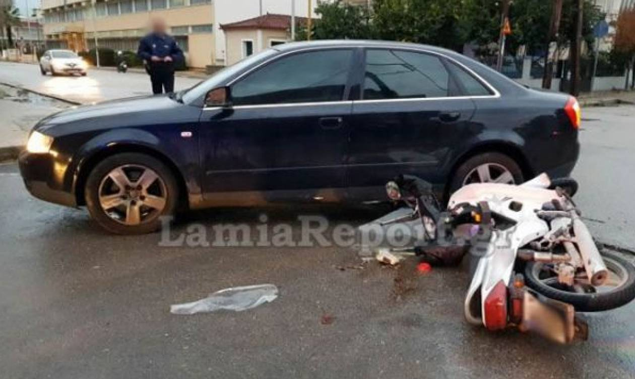 Λαμία: Τραυματίστηκε ντελιβεράς σε τροχαίο (pics)