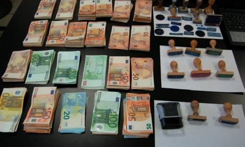 Εξαρθρώθηκε εγκληματική οργάνωση που νομιμοποιούσε παράνομα αλλοδαπούς (pics)