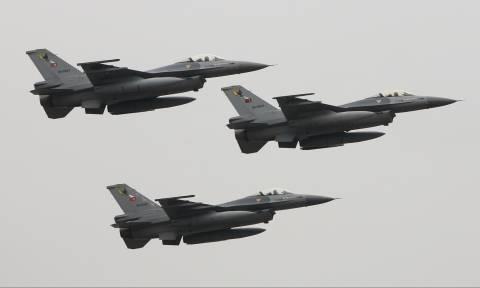 Εικονική αερομαχία και τέσσερις τουρκικές παραβιάσεις πάνω από το Αιγαίο