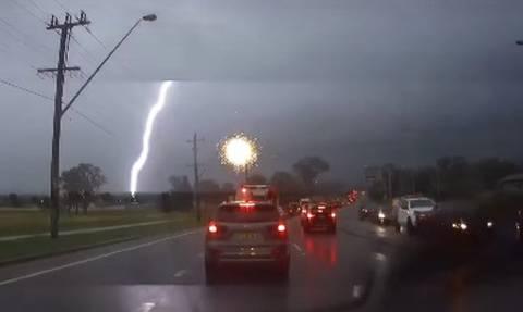 Βίντεο για... έμφραγμα: Δείτε τι έγινε ξαφνικά καθώς οδηγούσαν!
