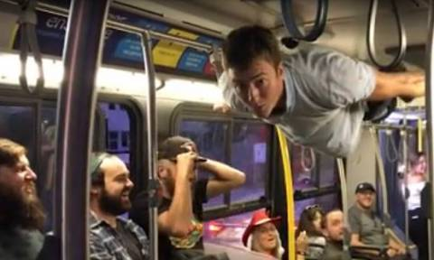 Καναδάς: Νίκησε... τη βαρύτητα μέσα σε λεωφορείο! (vid)