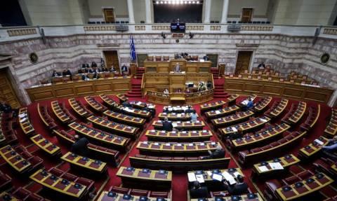 Βουλή: Με αποχώρηση απείλησε η αντιπολίτευση μετά το «τσουνάμι» τροπολογιών