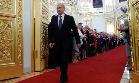 «Κόκκαλο» οι δημοσιογράφοι με την απάντηση του Πούτιν σε αυτό το «καυτό» ερώτημα (Vid)