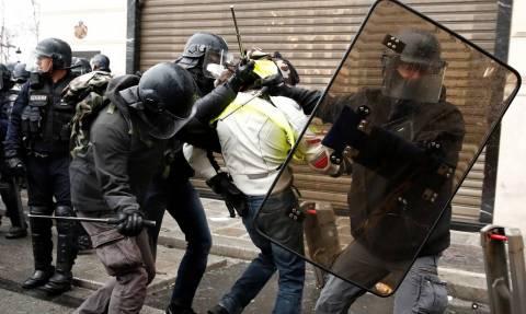Ματωμένα κίτρινα γιλέκα: Εννέα οι νεκροί από τις κινητοποιήσεις που συγκλόνισαν τη Γαλλία
