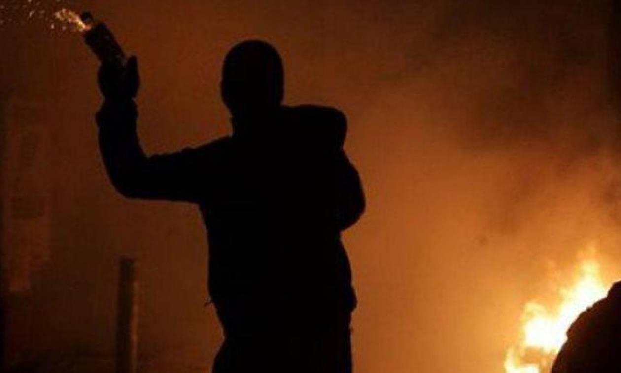 Διπλή επίθεση με βόμβες μολότοφ κατά των ΜΑΤ στο Πολυτεχνείο