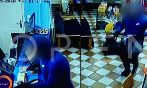 Ληστής έκλεψε πρακτορείο ΟΠΑΠ και έπαιξε Στοίχημα πριν φύγει! (video)