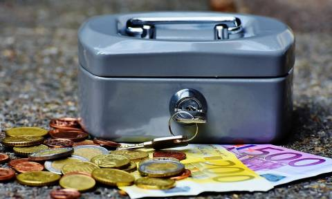 Φορολογικές εκκρεμότητες: Τι πρέπει να πληρώσετε πριν την Πρωτοχρονιά