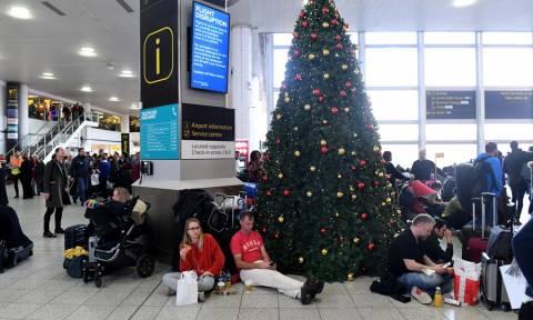 Χάους συνέχεια στο αεροδρόμιο του Γκάτγουικ: Λειτουργεί μόνο για «περιορισμένες πτήσεις» (vid)