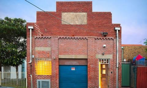 Δεν φαντάζεστε τι κρύβει αυτό το «εγκαταλελειμμένο» κτήριο (vid)