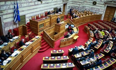 Υπόθεση Πετσίτη: Χαμός στη Βουλή – «Η κορυφή του παγόβουνου της διαπλοκής του ΣΥΡΙΖΑ»
