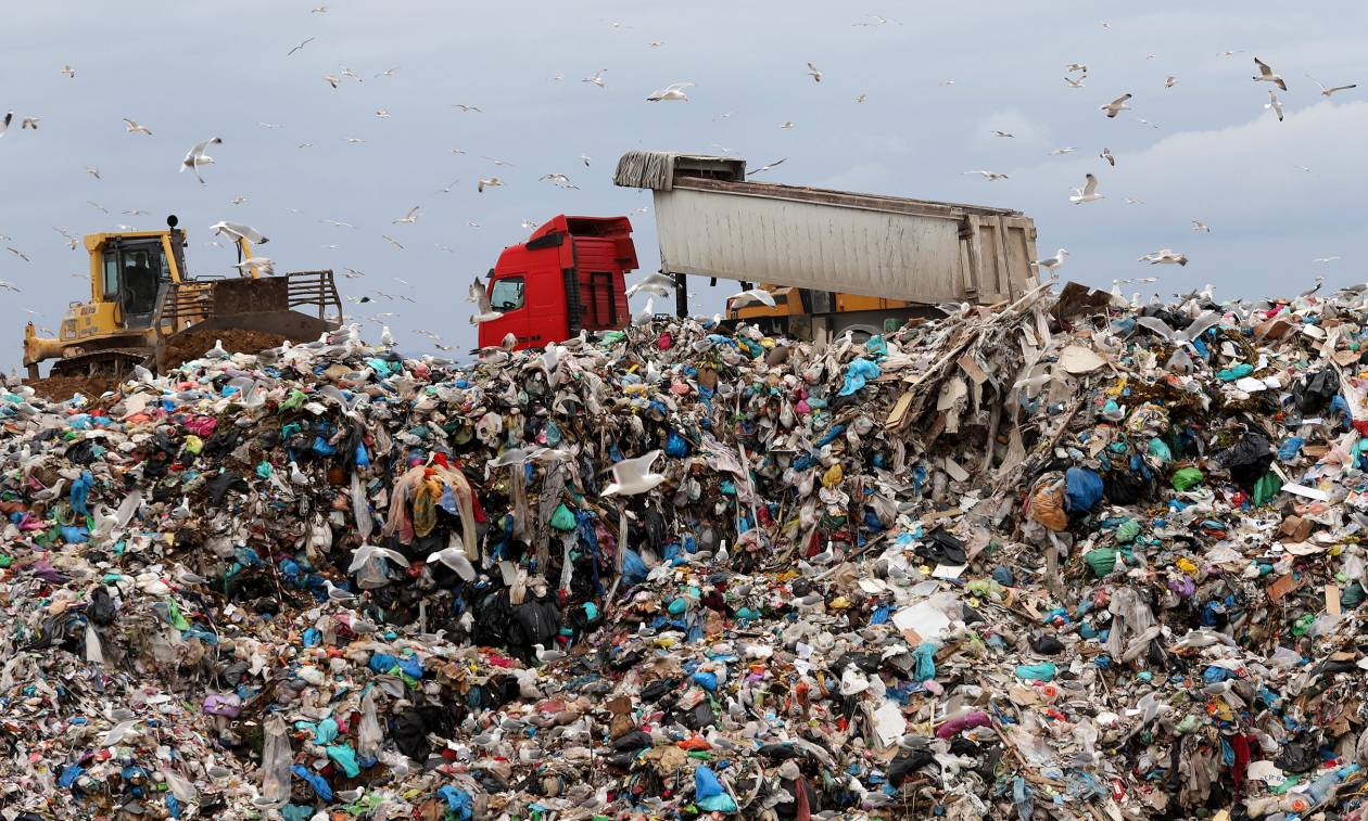 Χριστούγεννα με σκουπίδια: Πού μπορεί να υπάρξουν προβλήματα στην αποκομιδή απορριμμάτων