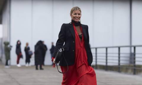 Oδηγός Αγοράς: 18 κόκκινα ρούχα και αξεσουάρ για να εναρμονιστείς με αυτές τις γιορτινές μέρες