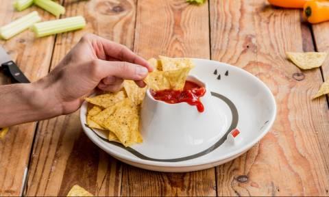Έφτιαξαν πιατάκι για να μην λερώνεσαι από τις σάλτσες! (pics)