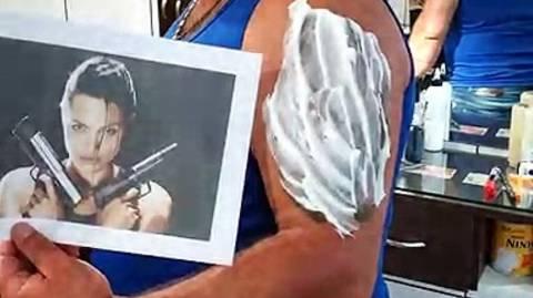 Την πάτησε! Του έφτιαξαν το πιo ΤΡΑΓΙΚΟ τατουάζ που υπάρχει! (vid)