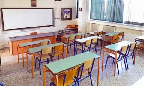 Εικόνες ντροπής στα Χανιά: Μαθητές βανδαλίζουν αίθουσα σχολείου (vid)