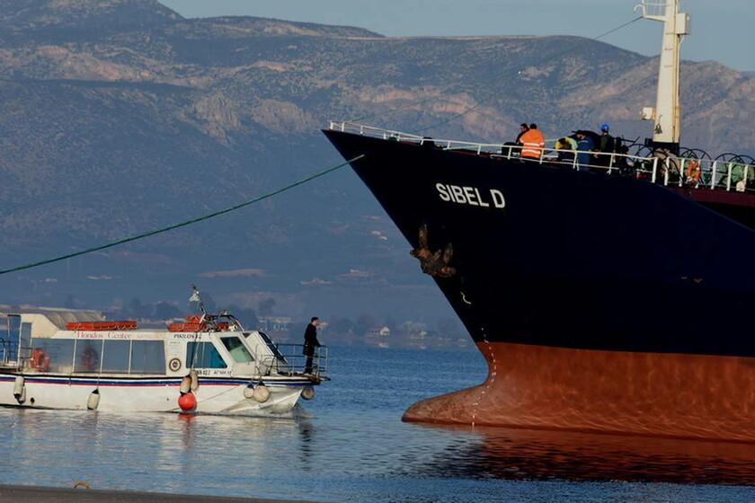 Ναύπλιο: Φωτογραφίες από την προσάραξη του φορτηγού πλοίου «SIBEL D» (pics)
