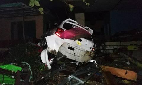 Ινδονησία: 43 νεκροί και 584 τραυματίες από το τσουνάμι σε Σουμάτρα και Ιάβα (pics+vid)