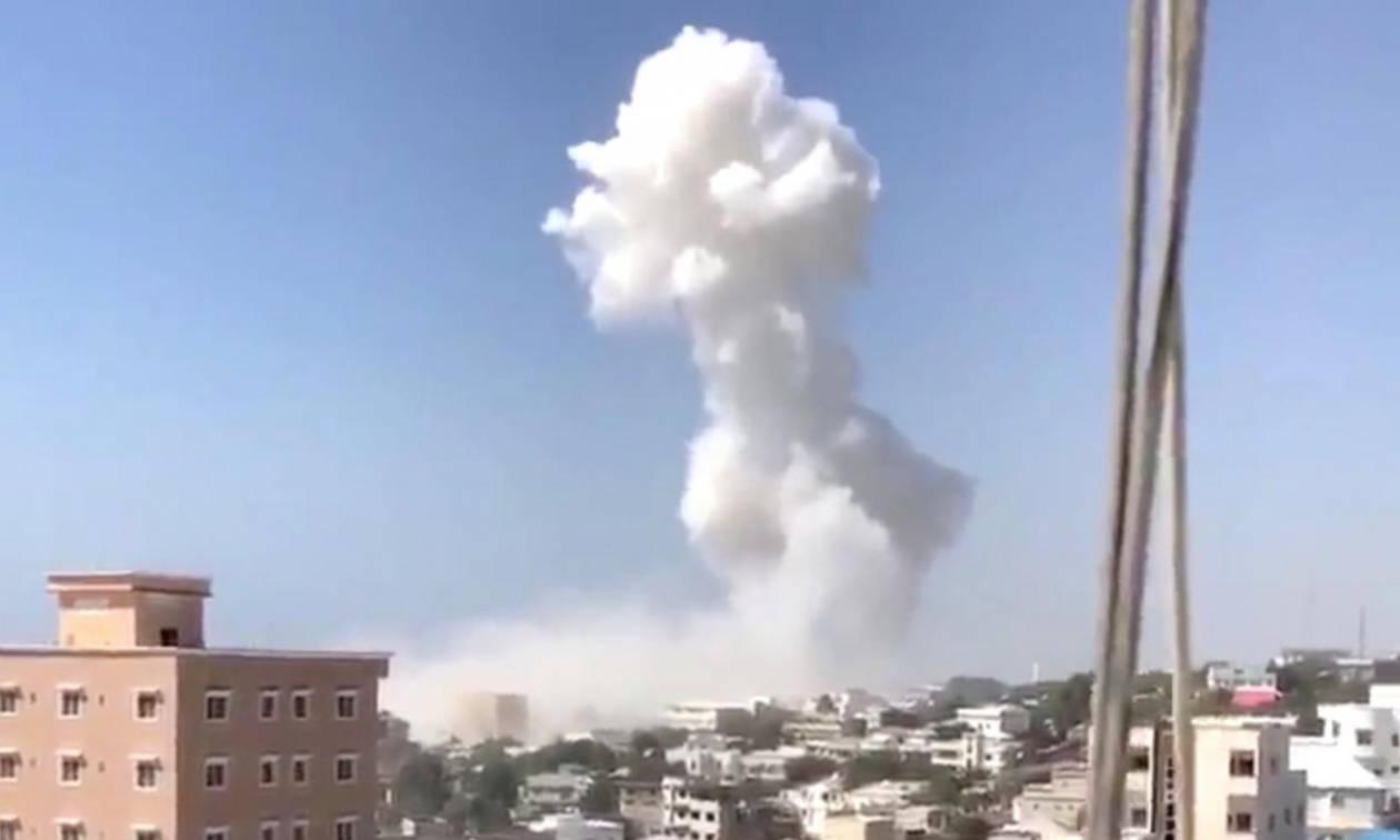 Σομαλία: 22 νεκροί και 30 τραυματίες από διπλή βομβιστική επίθεση αυτοκτονίας στο Μογκαντίσου