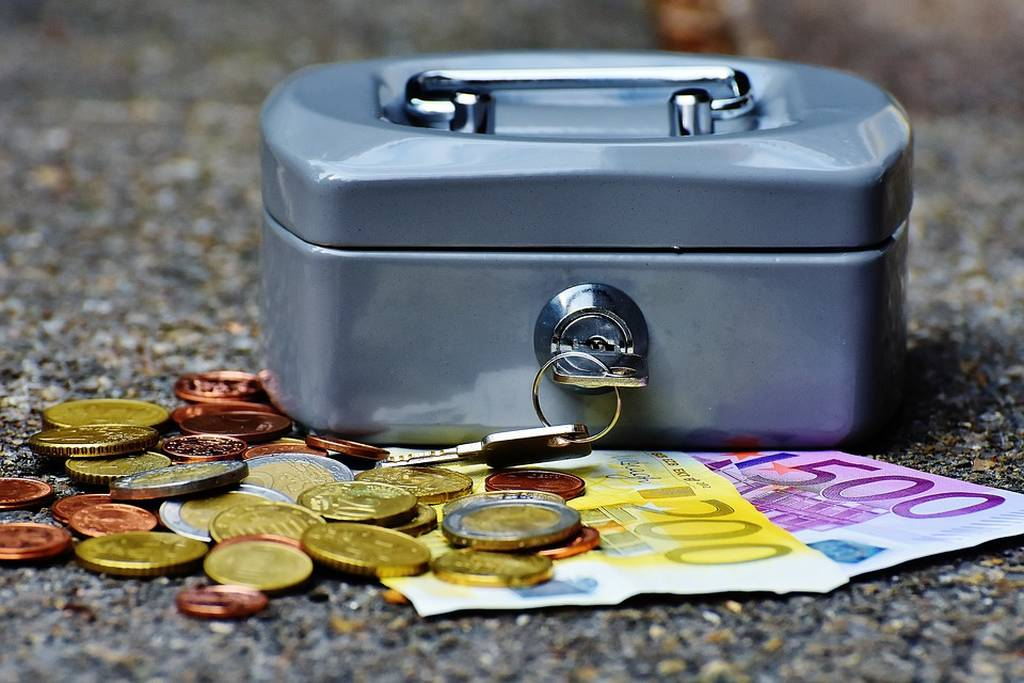 «Ραντεβού με την εφορία»: Αυτές είναι οι φορολογικές μας υποχρεώσεις έως 31/12
