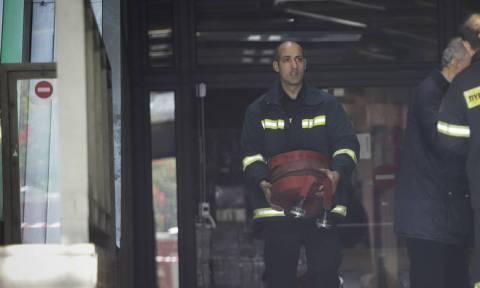 Πυρκαγιά σε διαμέρισμα στον Πειραιά: Απεγκλωβίστηκαν ένοικοι